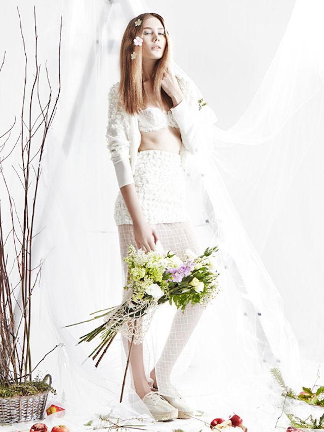 Белоснежное платье из хлопка