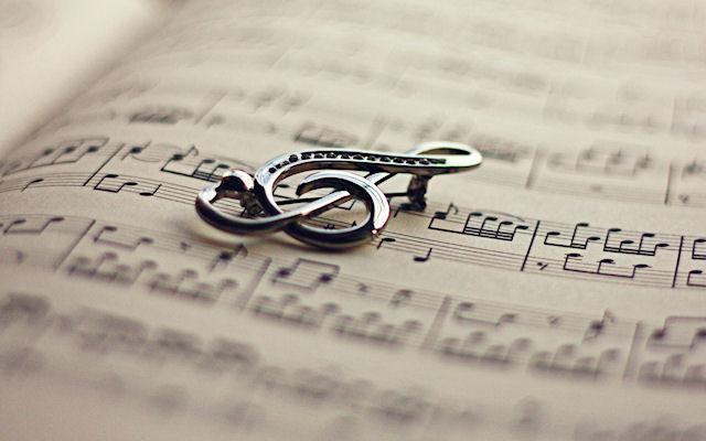 Для чего нужна любимая музыка и песни