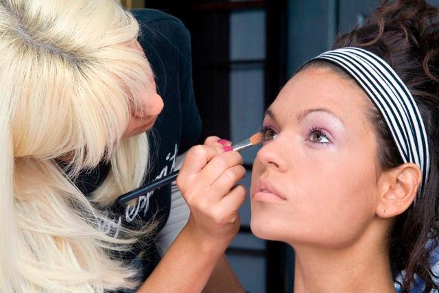Секреты потрясающего макияжа и маникюра