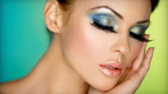 Скрываем недостатки лица с помощью косметики