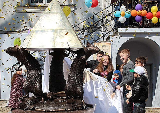 В Одессе появился памятник, посвященный крысам
