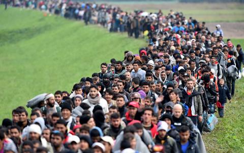 Куда исчезли беженцы: толпы мигрантов растворились в Европе (ФОТО)