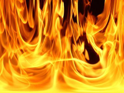В Киеве произошел пожар, есть жертвы (видео)