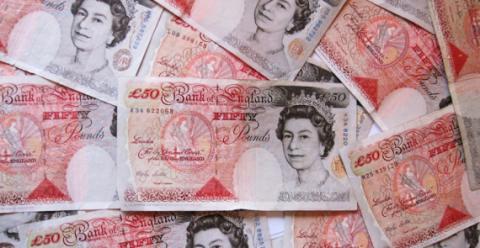 Британец по ошибке заплатил за ужин миллион фунтов
