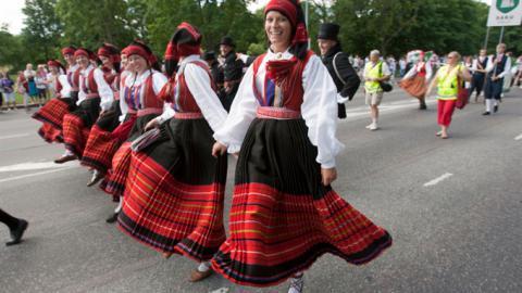 Самые высокие женщины в мире живут в Латвии, а мужчины - в Голландии