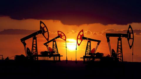 Нефть подешевела на доллар