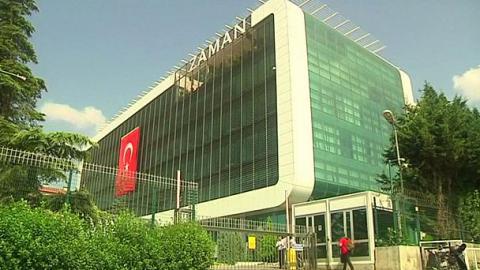 Власти Турции закрыли бoлее ста СМИ