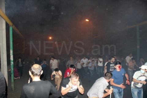 В Ереване произошли столкновения, есть задержания