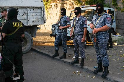 У здания полка ППС в Ереване снайпер убил полицейского