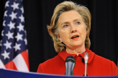 Клинтон обвинила Россию во взломе серверов ее штаба