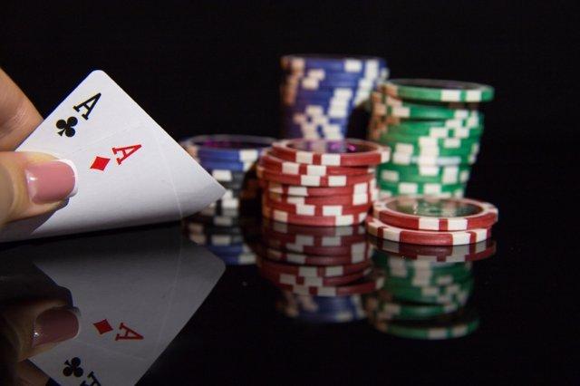 Виртуальный покер: разные виды игры бесплатно и со ставками