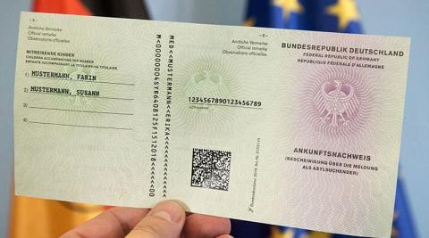 В Германии удостоверения беженцев получили более 90 000 мигрантов