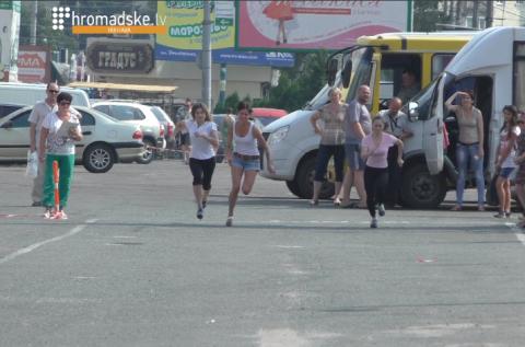 На Лабутенах и в спортивных носках: в Полтаве прошел забег на каблуках (Видео)