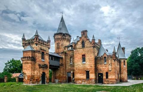 В Украине воссоздадут 16 замков