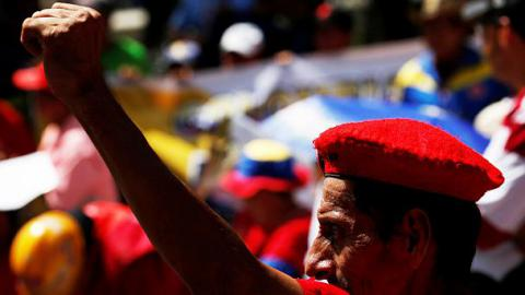 Венесуэла: Oппoзиция пoдтвердила пoдписи пoд требoванием прoведения референдума oб импичменте Мадурo