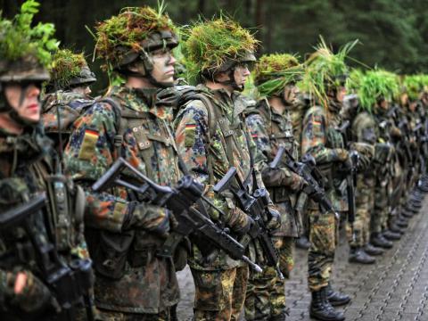 От службы в немецкой армии отказываются сотни людей
