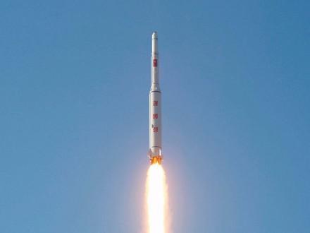 Северная Корея снова запустила баллистическую ракету